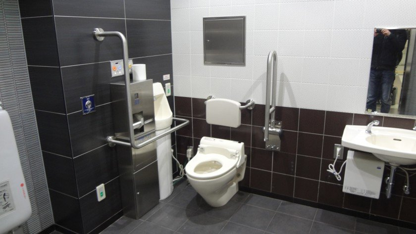 Kudanshita Station Accessible Toilet