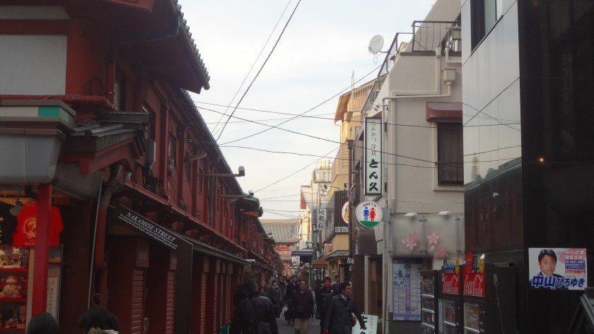 Back alley behind Nakamise-dori