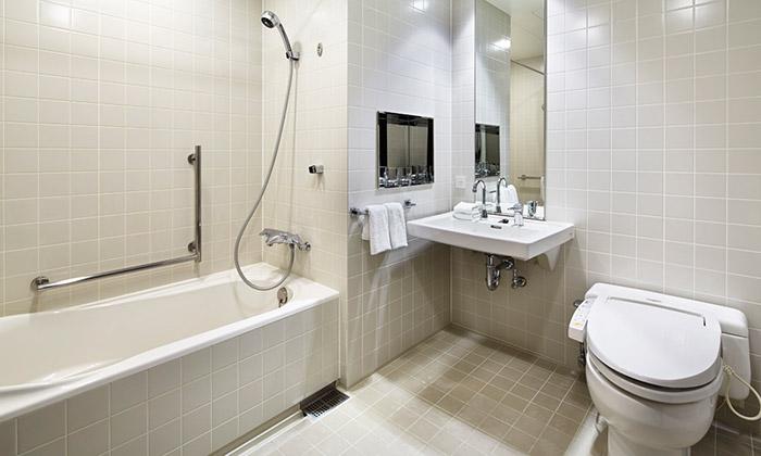 mitsui_garden_hotel_ginza_premier_accessible_bathroom