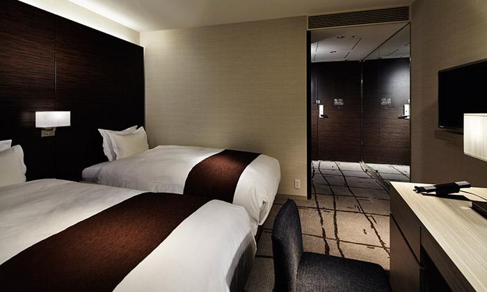 mitsui_garden_hotel_ginza_premier_accessible_bedroom-02