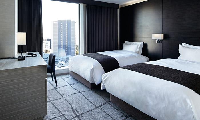 mitsui_garden_hotel_ginza_premier_accessible_bedroom-03