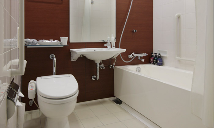 mitsui_garden_hotel_sapporo_-_accessible_room_bathroom