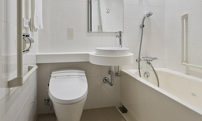 mitsui_garden_hotel_kashiwa-no-ha_-_accessible_room_bathroom
