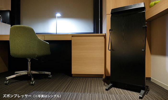 mitsui_garden_hotel_kashiwa-no-ha_-_accessible_room_desk