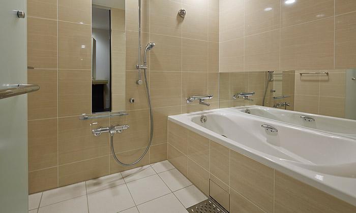 mitsui_garden_hotel_osaka_premier_accessible_room_bathroom