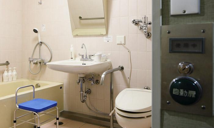 mitsui_garden_hotel_hiroshima_accessible_room_bathroom