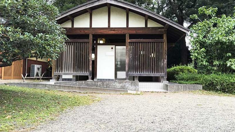 hama-rikyu-gardens-accessible-toilet-2