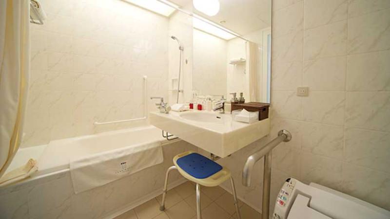 park_hotel_tokyo_-_accessible_room_toilet