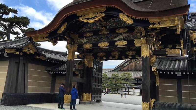 nijo-castle-palace-entrance