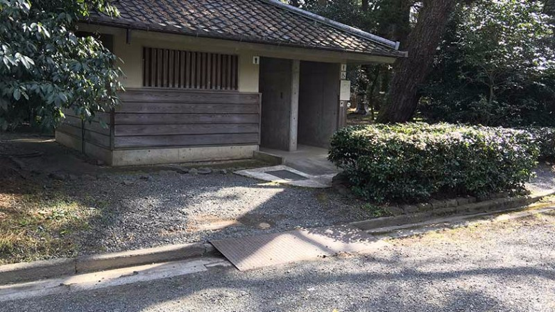kyoto_imperial_palace_-_accessible_toilet_1