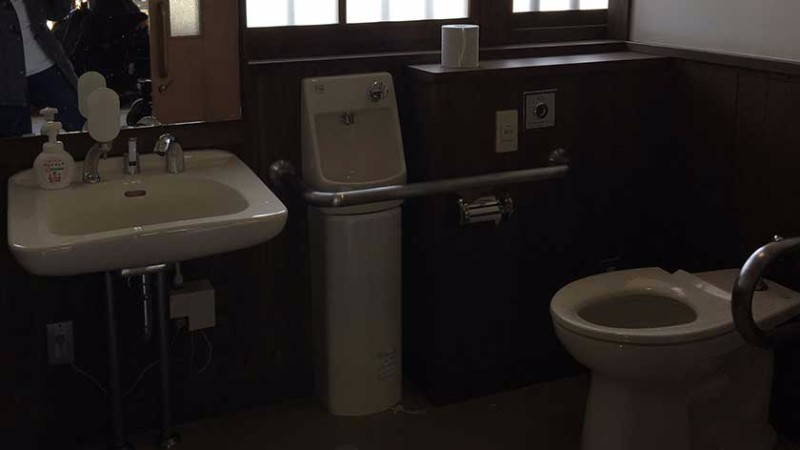kyoto_imperial_palace_-_accessible_toilet_2_2