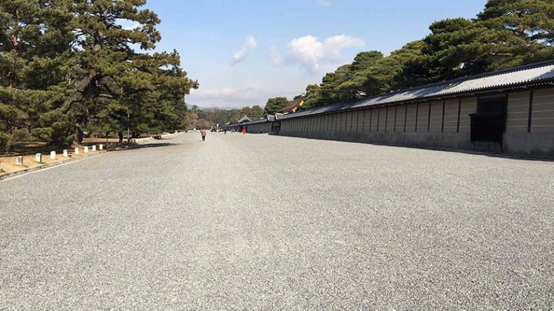 kyoto_imperial_palace_-_gravel