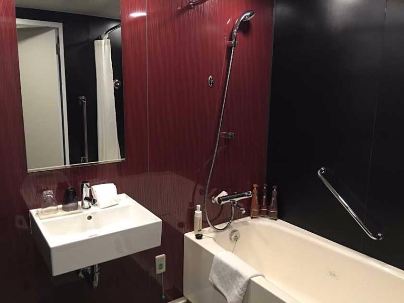 mitsui_garden_hotel_kyoto_shinmachi_bettei_-_accessible_room_shower_3