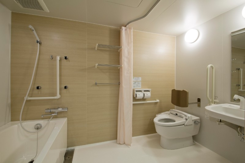 green_rich_hotels_kyoto_eki_minami_-_accessible_room_bathroom
