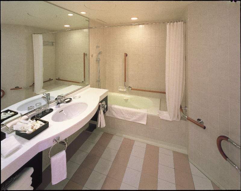 hotel_granvia_kyoto_accessible_room_bathroom