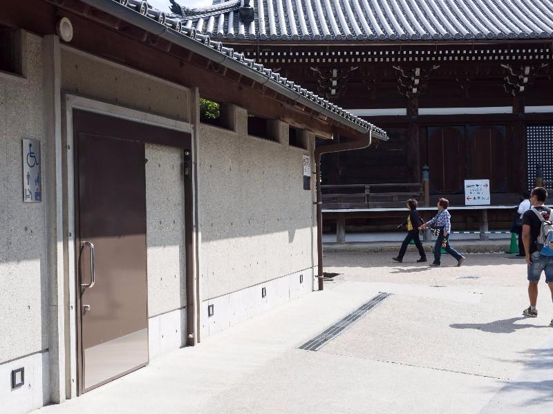 kiyomizu-dera_-_accessible_toilet1