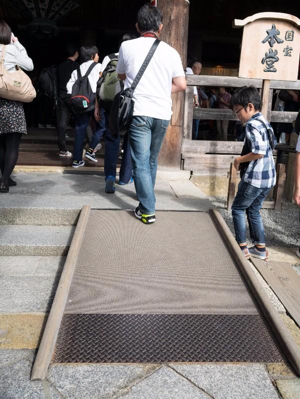 kiyomizu-dera_-_main_temple_slope