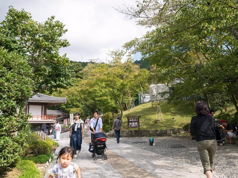 kiyomizu-dera_-_path_behind_temple