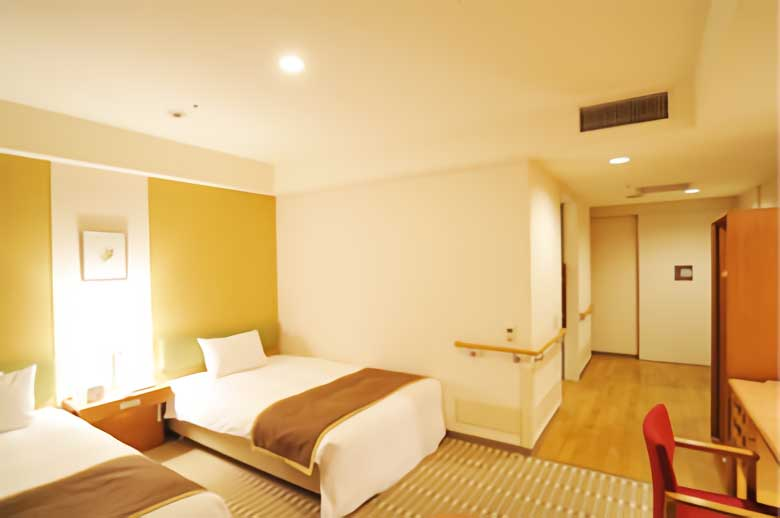 hotel-the-lutheran_accessible-room_1
