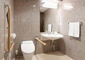 toyoko_inn_-_b_type_accessible_room_5_sample_toilet