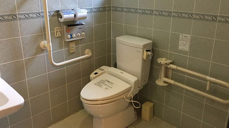tsukiji-honganji-toilet