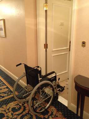 ritz-carlton-osaka-accessible-room-entrance