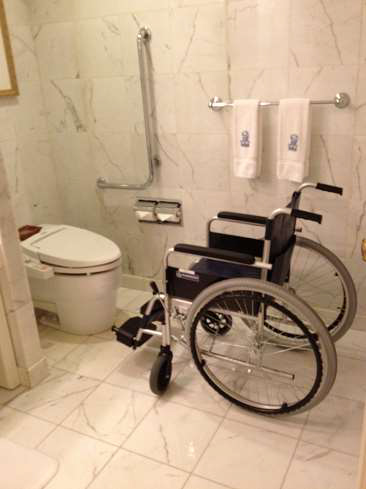 ritz-carlton-osaka-accessible-toilet