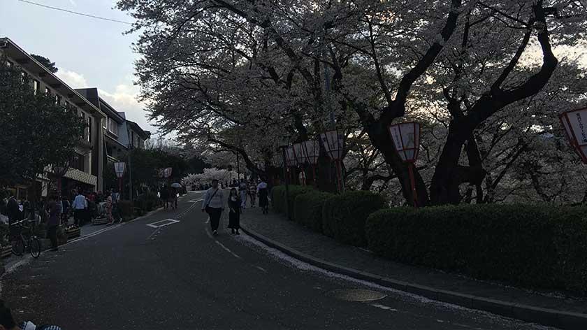 Road to Kanazawa Castle