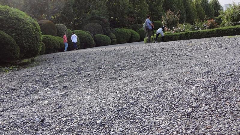 shinjuku-gyoen-gravel