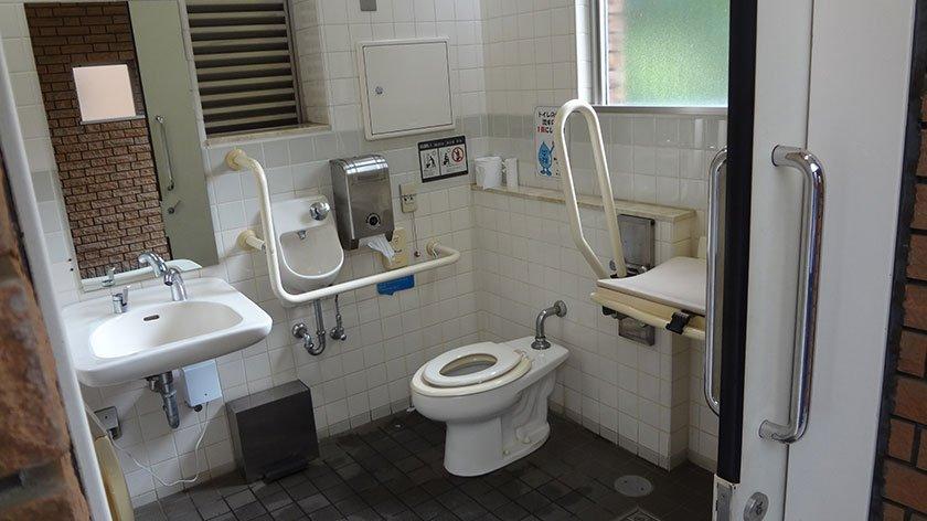 Shinjuku Gyoen Toilet