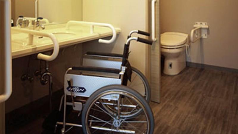 haneda-excel-hotel-feature-accessible-room-bathroom-1