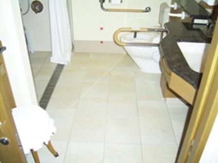 imperial-hotel-tokyo-accessible-room-bathroom