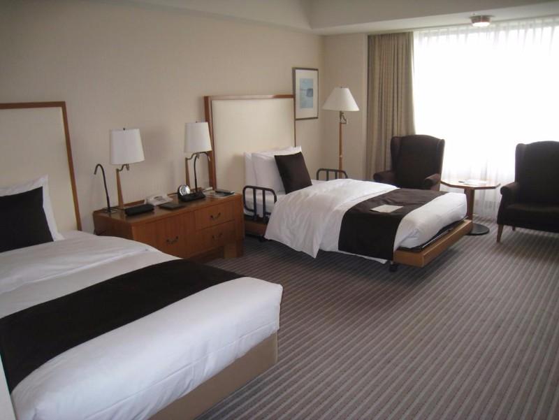 imperial-hotel-tokyo-accessible-room-bedroom