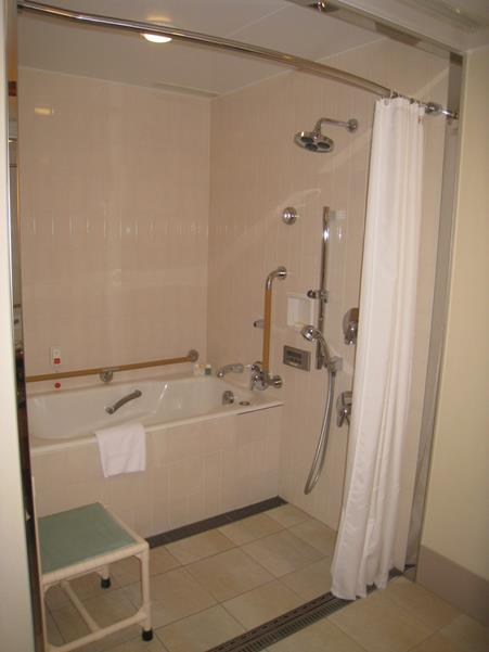 imperial-hotel-tokyo-accessible-room-shower