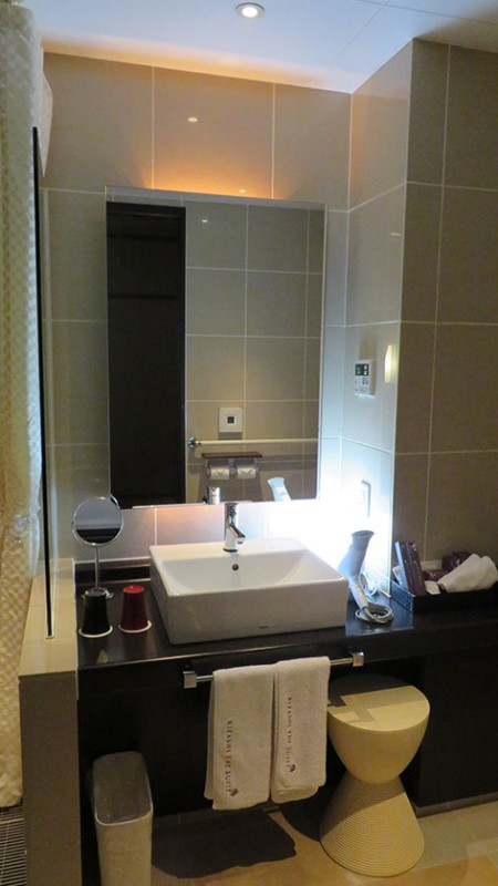 kizashi-the-suit-accessible-room-sink