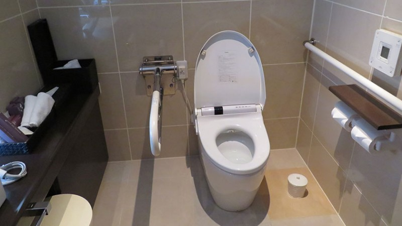 kizashi-the-suit-accessible-room-toilet