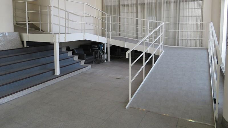 tsukiji-honganji-left-hall-steep-ramp