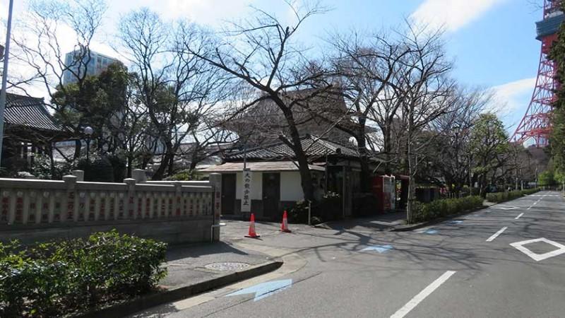 zojoji-temple-side-entrance
