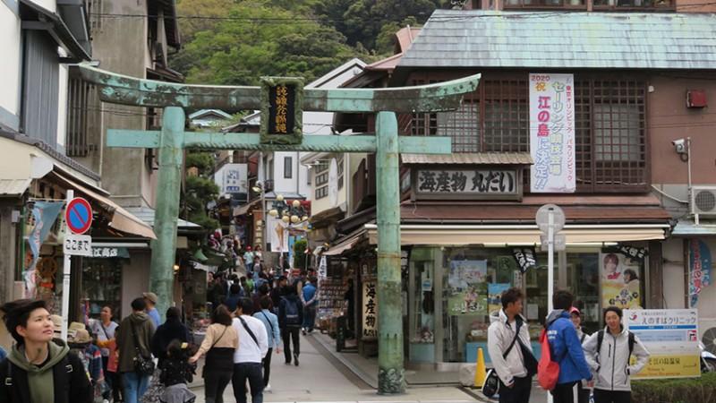 enoshima-main-street