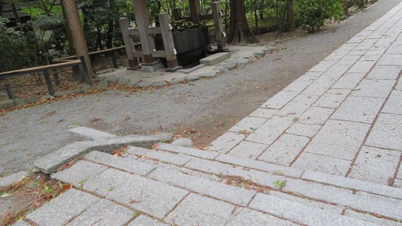 tsurugaoka-hachimangu-path-1