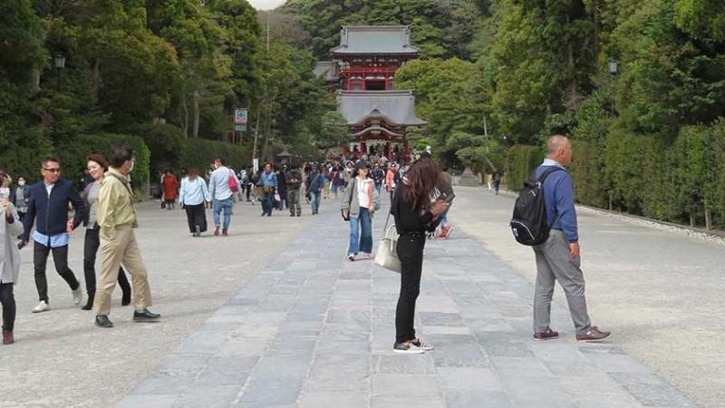 tsurugaoka-hachimangu-path