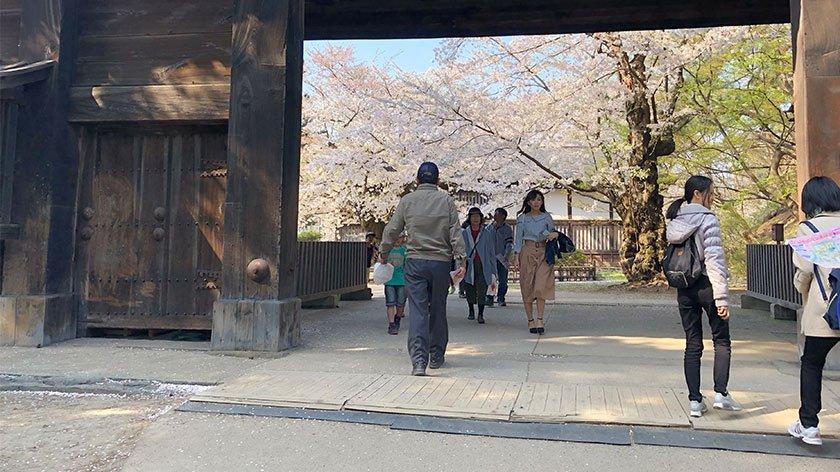 Hirosaki Castle gate and path