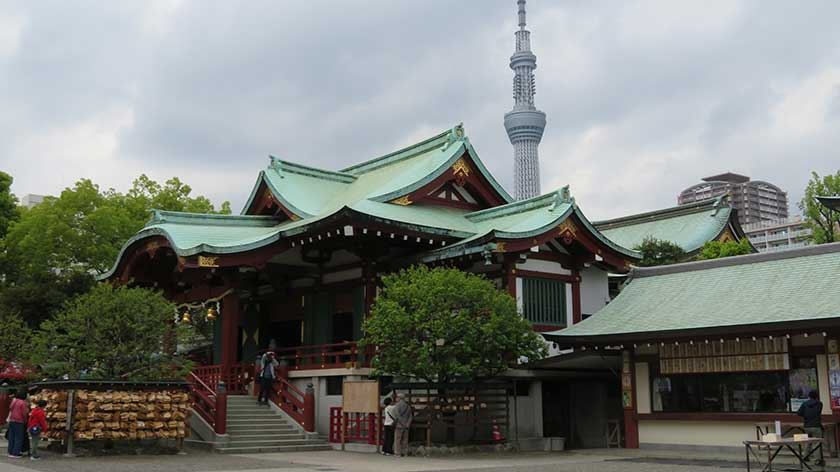 Kameido Tenjin Shrine and SkyTree