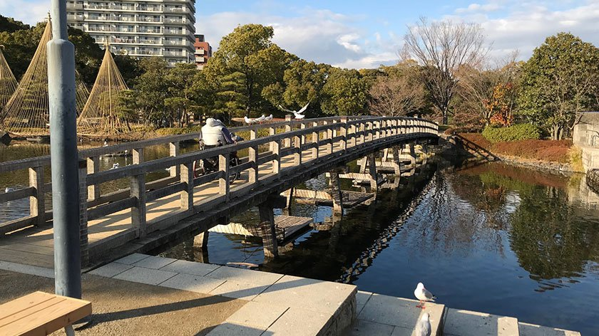 Shirotori Garden wheelchair accessible bridge