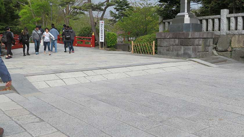 Entrance ramp at Tsurugaoka Hachimangu