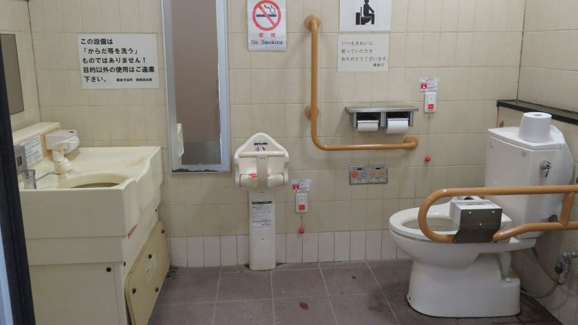 Wheelchair accessible toilet at Tsurugaoka Hachimangu