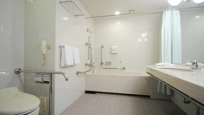rihga-royal-hotel-hiroshima-accessible-room-bathroom