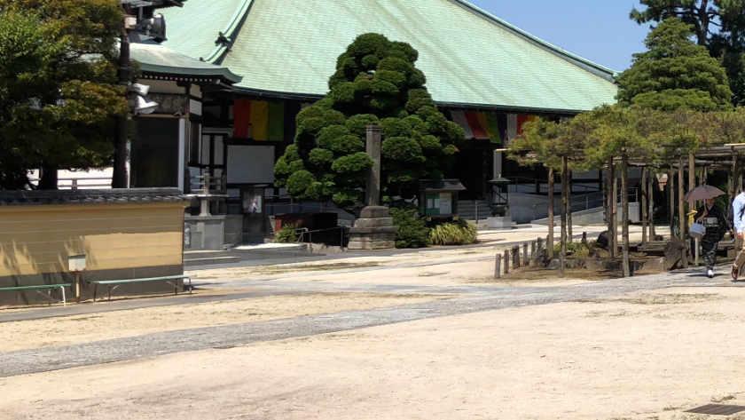 Zenyoji Temple paths