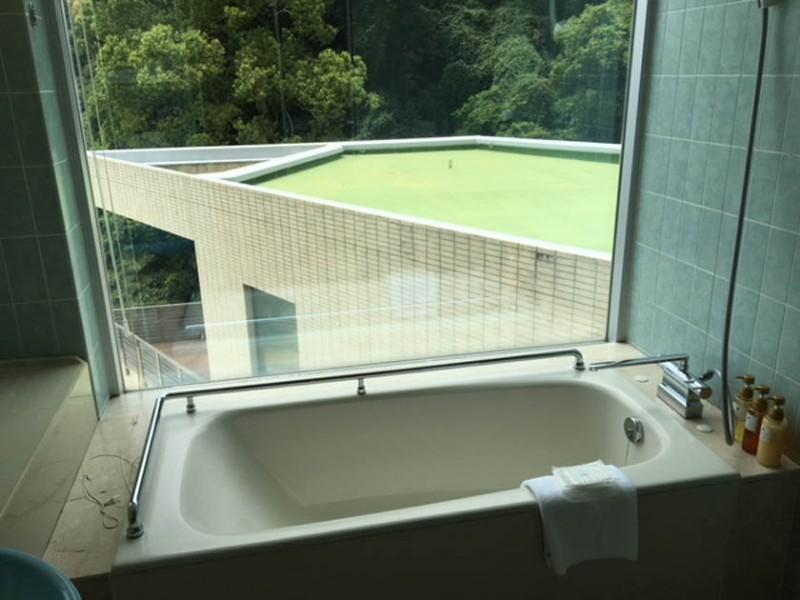 grand-prince-hiroshima-accessible-room-bath-1