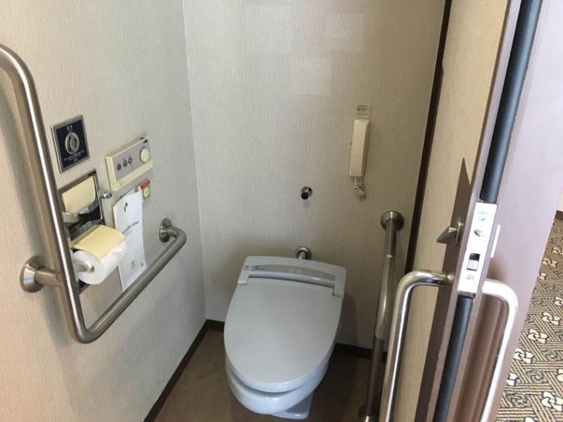 grand-prince-hiroshima-accessible-room-toilet-2